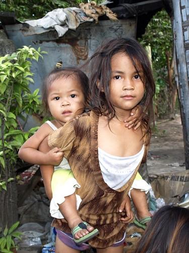 Cebu Dump Slum 014 Little Girl On The Dumpsite Carrying