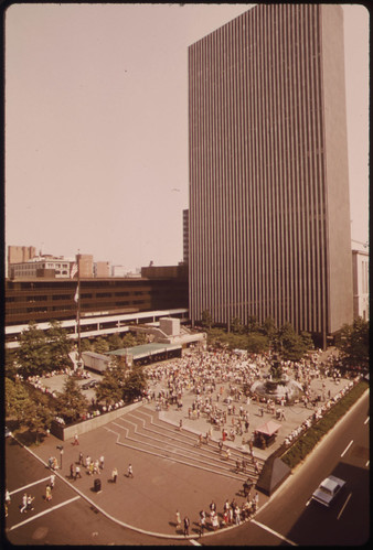 Fountain Square During a Noon Concert by the Cincinnati Symphony Orchestra. Du Bois Tower at Rear. Fifth Street on Right Vine Street on Left in Foreground 09/1973 | by The U.S. National Archives