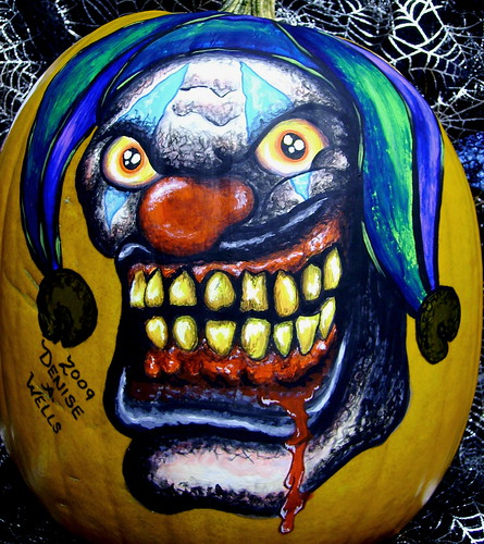 Pumpkin painting by denise a wells this killer clown for Clown pumpkin painting