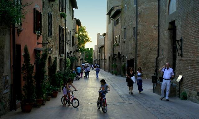 People on the Via Boccaccio, Certaldo Alto