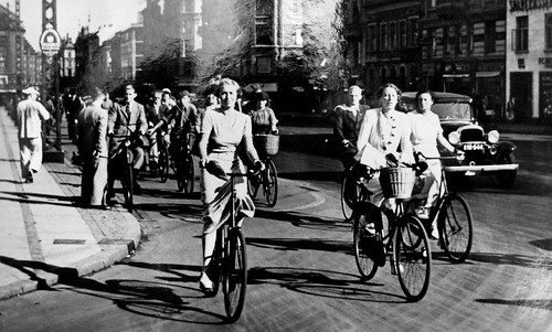 Copenhagen Vintage Cycle Chic | by Mikael Colville-Andersen