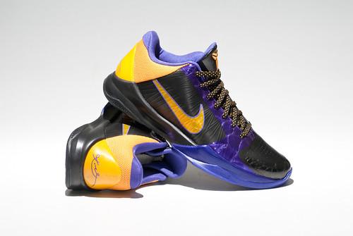 Nike Basketball Shoe With Jumbee Laces