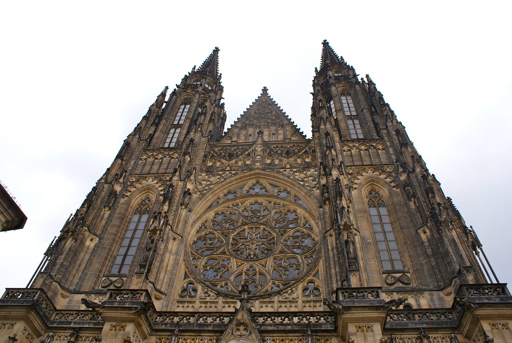 Façade de la cathédrale Saint Guy à Prague