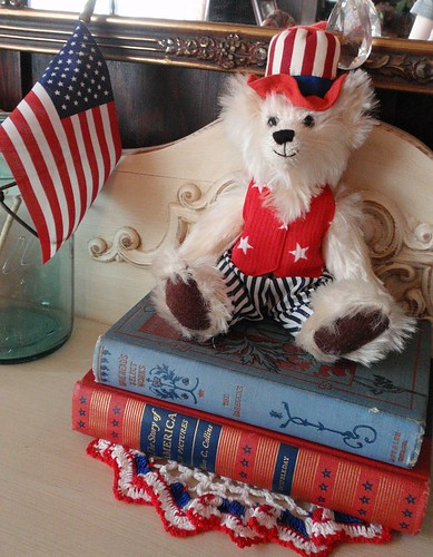 Patriotic decor uncle sam teddy bear on vintage books for Anne marie witmeur decoration