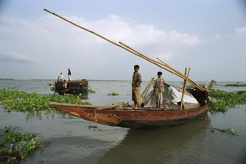 Navigating the river | by World Bank Photo Collection
