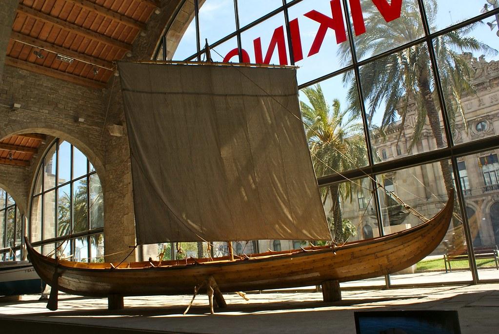 Exposition temporaire sur les vikings au musée maritime de Barcelone.
