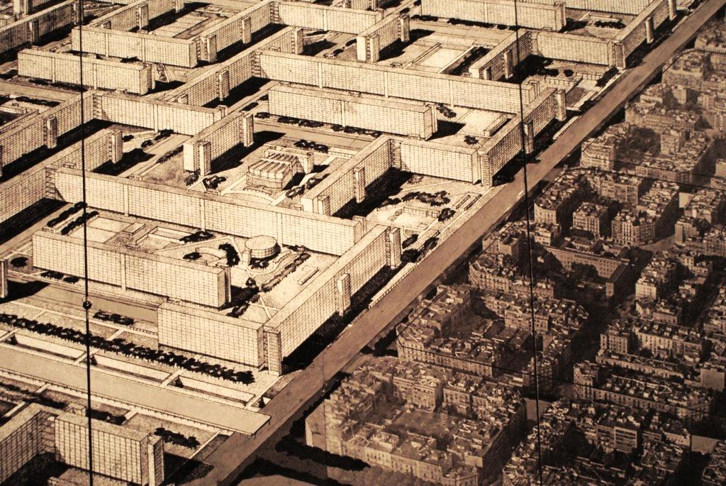 Plan de Corbusier à gauche et le Barcelone de Cerda actuel (quartier de l'Eixample).