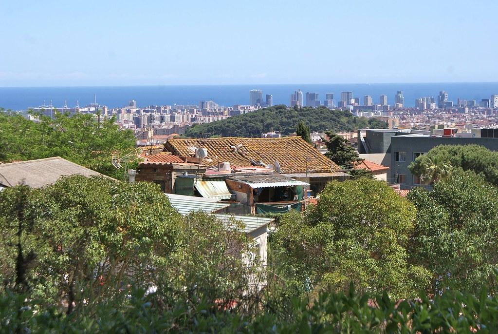 Vue sur la mer depuis les hauteurs de la Horta (au niveau du labyrinthe).