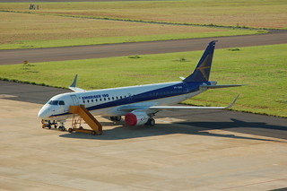 Gaviao Peixoto Embraer E190 PP-XMA | by Jon Ostrower