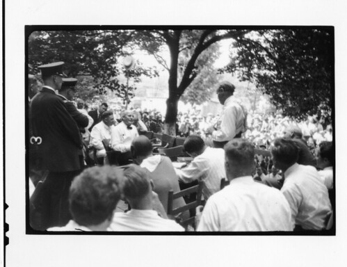 Tennessee v. John T. Scopes Trial: Outdoor proceedings on July 20, 1925, showing William Jennings Bryan and Clarence Darrow. [2 of 4 photos] | by Smithsonian Institution