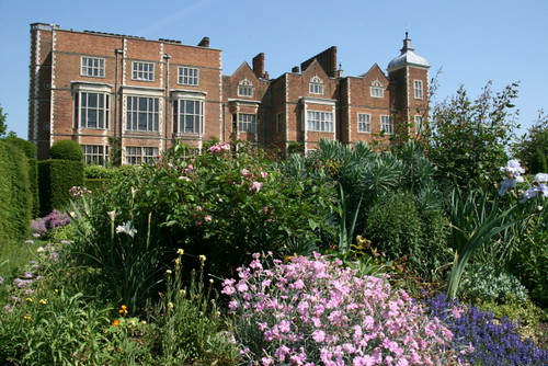 Hatfield house from the west parterre garden flickr for Parterre 3d