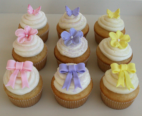 Baby shower cupcakes vanilla cupcakes with homemade lemon