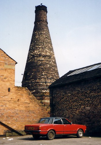 Bottle Oven & Cortina, Longton, April 1987 | by Deltabus