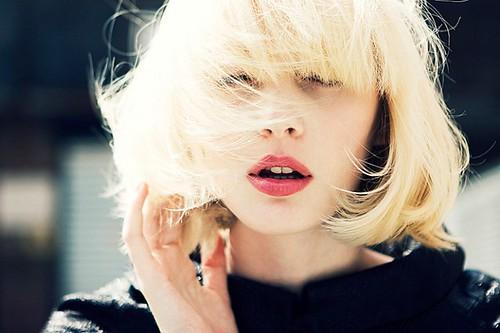 Девушки блондинки с короткой стрижкой без лица на аву в