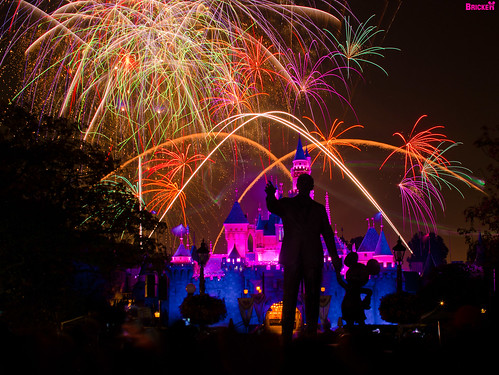 Disneyland - Remember... Dreams Come True! Fireworks Spectacular (145 Second Exposure) | by Tom.Bricker