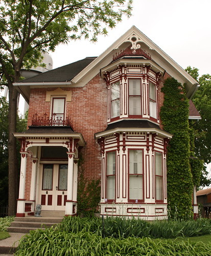 Nice old victorian house main street in pecatonica for Nice home photos