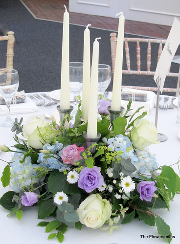 Bridal Flowers Blue Mountains : Blue and lilac table arrangement at mountains country hous