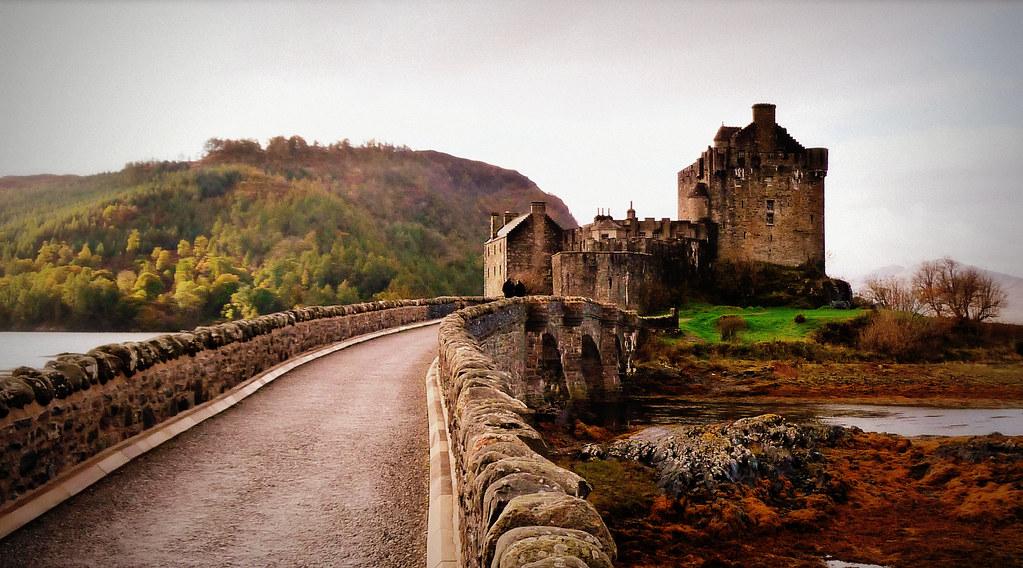 Eilean Donan Castle, Dornie, Highlands, Scotland.