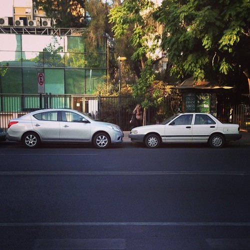 Nissan Versa & Nissan V16 - how cars have grown in 20 years! Basic #Nissan then and now #NissanMorning #cars #carspotting #Santiago