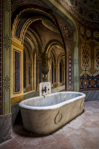Bathroom of abandonned castle flickr photo sharing for Bathrooms in castles