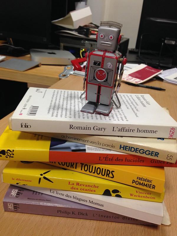 Robot lecteur (robot reading)
