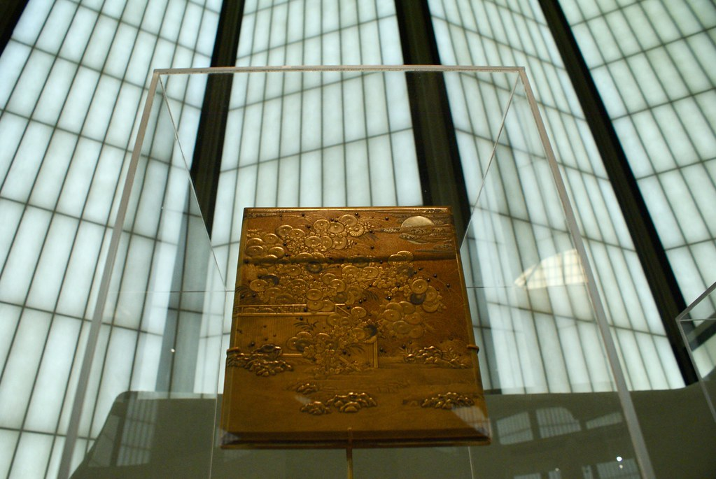 Boite dorée sculptée dans le pavillon japonais du Lacma.