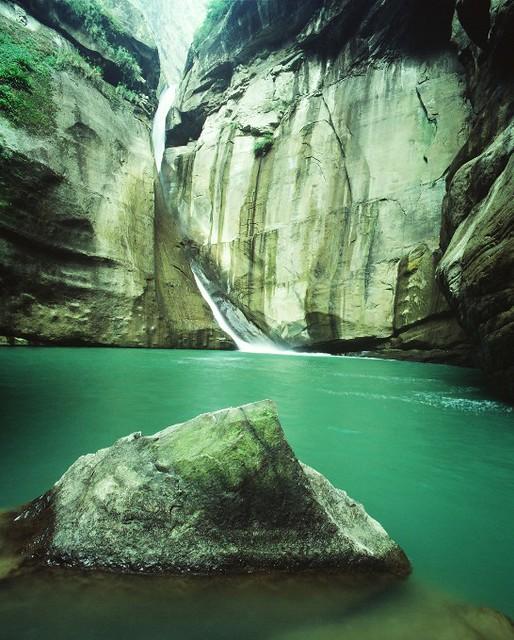南投~竹山太極峽谷的巨石、深潭、飛瀑
