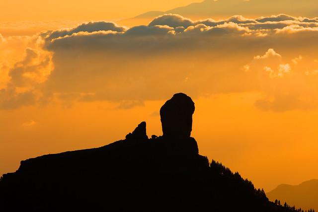 Roque Nublo al atardecer y mar de nubes