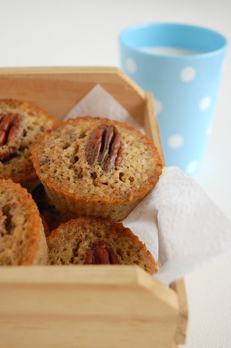 Pecan and maple friands / Friands de pecã e xarope de bordo | by Patricia Scarpin