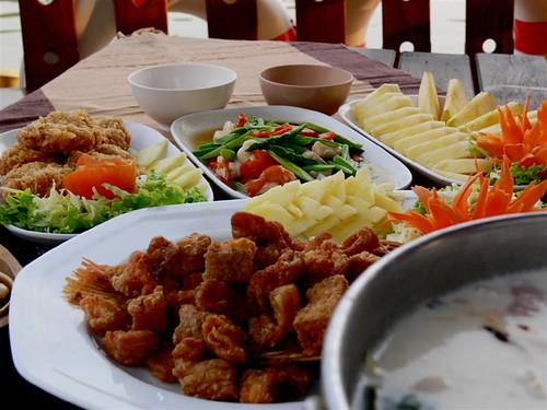 Enjoy authentic thai cuisine on board ayutthaya thailan for Authentic thai cuisine