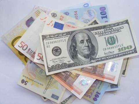 Money-Euro-USD-LEI_53073-480x360 | by Public Domain Photos
