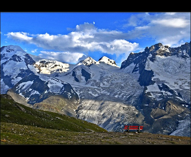The empty bench  in front of the Monte Rosa/ Castor & Pollux