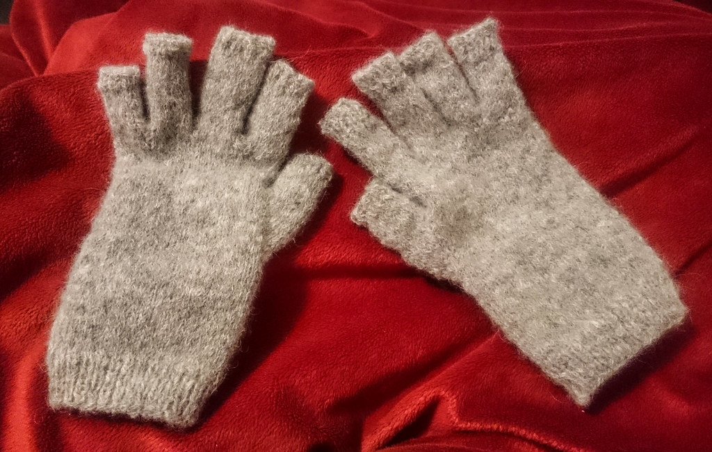 Grey gloves for J