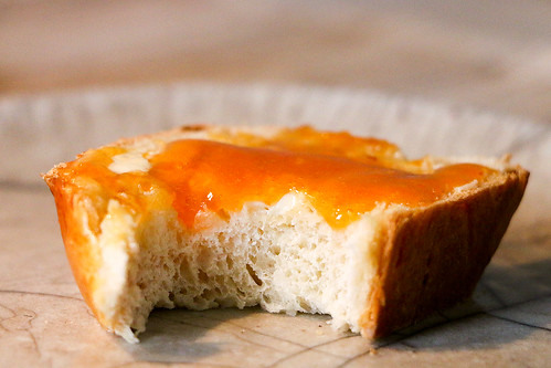 Butterzopf mit Aprikosen-Konfitüre nach Markus Neff, Waldhotel Fletschhorn Saas Fee