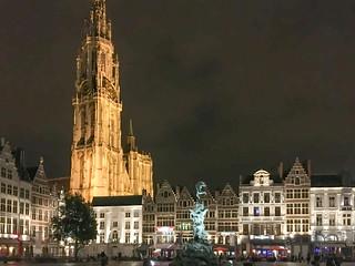 Brabobrunnen und Liebfrauenkathedrale am Grote Markt Antwerpen