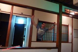P1060808 Que salgo por la ventana!  Ryokan Kashima Honkan (Fukuoka) 14-07-2010