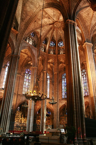 Catedral g tica de barcelona interior de la la catedral for Interior de la catedral de barcelona