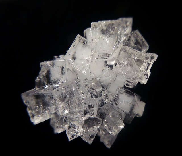 NaCl crystallization from a saturated solution