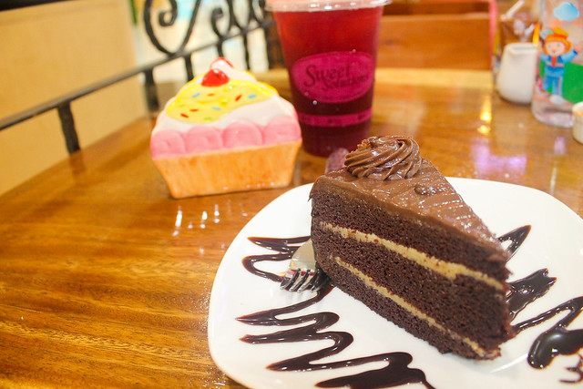 Sweet Solutions specialty cakes and cafe