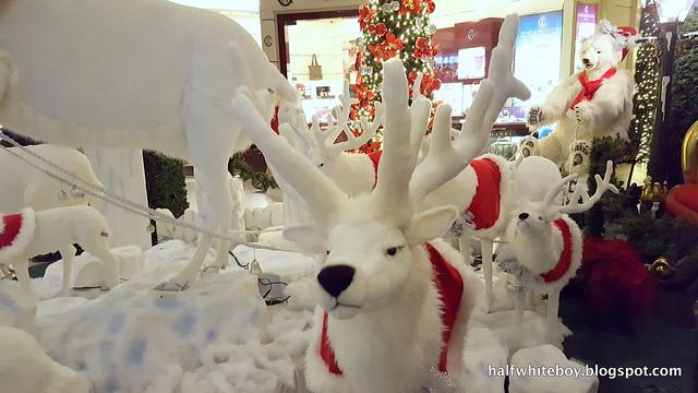 halfwhiteboy powerplant mall christmas decor 2016 05