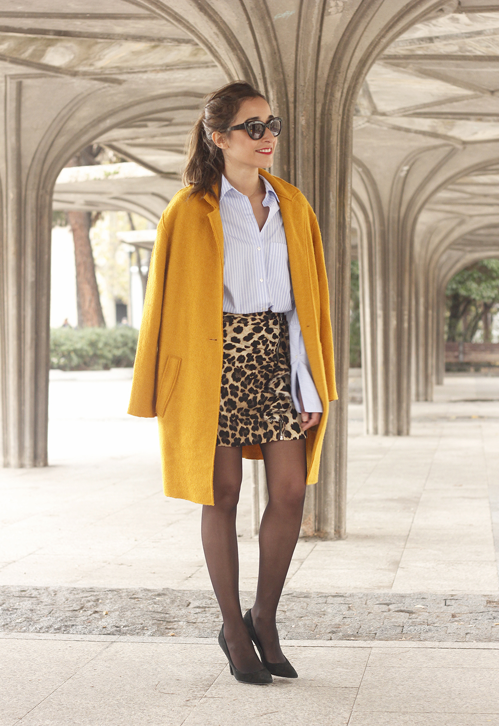 Leopard Skirt striped shirt black heels mustard coat fall outfit style fashion05