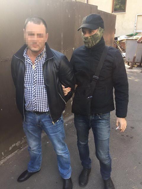 У Києві СБУ затримала на хабарі працівників райдержадміністрації