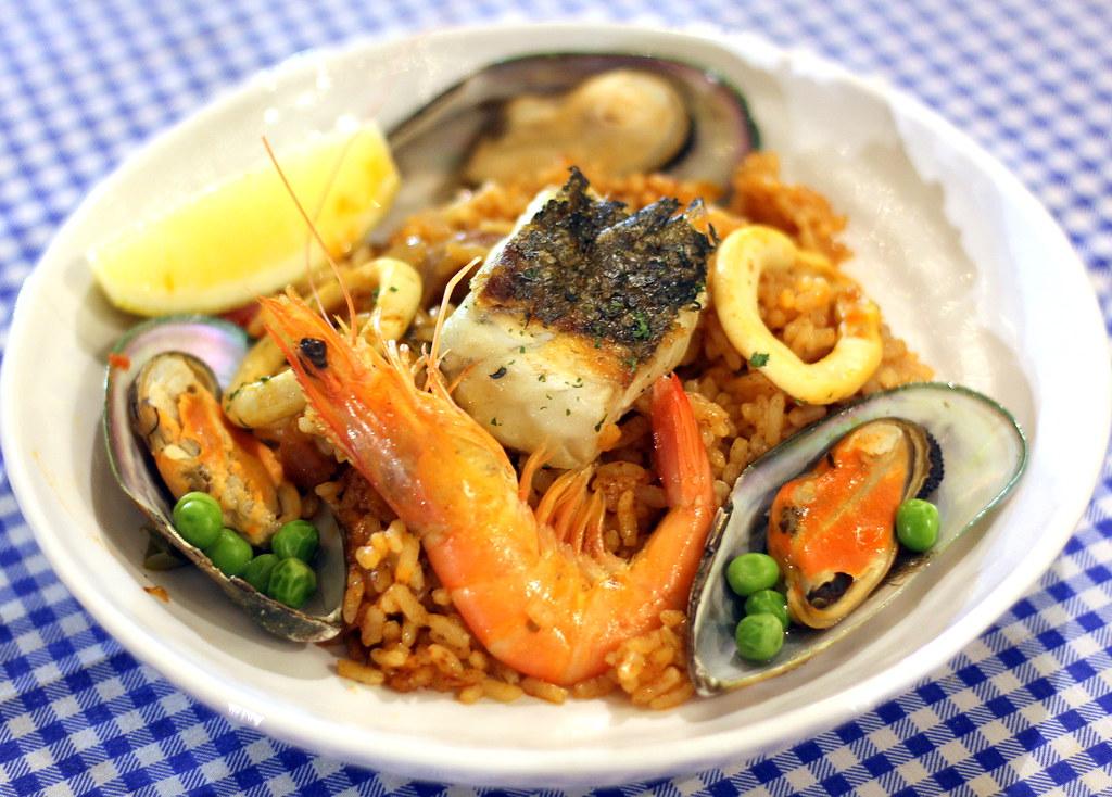 portico-platos-signature-seafood-paella