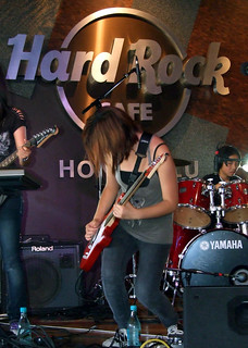 Kira Santos performing at the Hard Rock Cafe | by colleeninhawaii