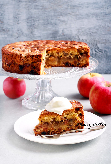 Apple, cinnamon, raisin and nuts cake with crumble topping