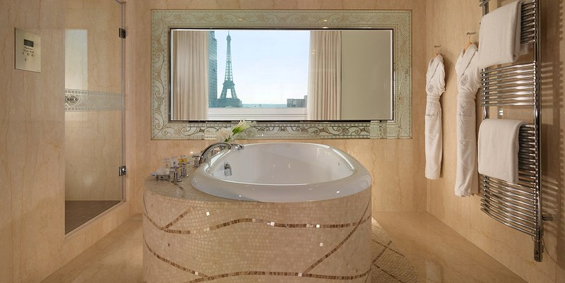 Hotel Plaza Athenee Eiffel Suite Bathroom