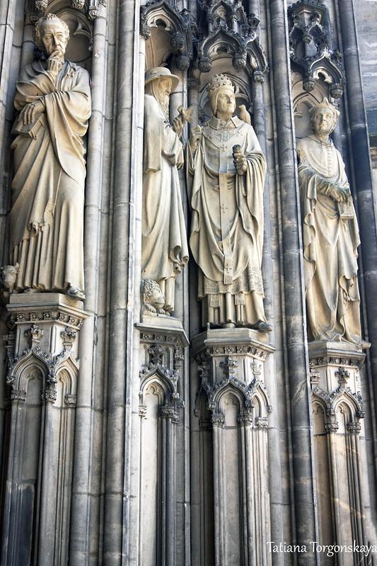 Скульптуры на фасаде