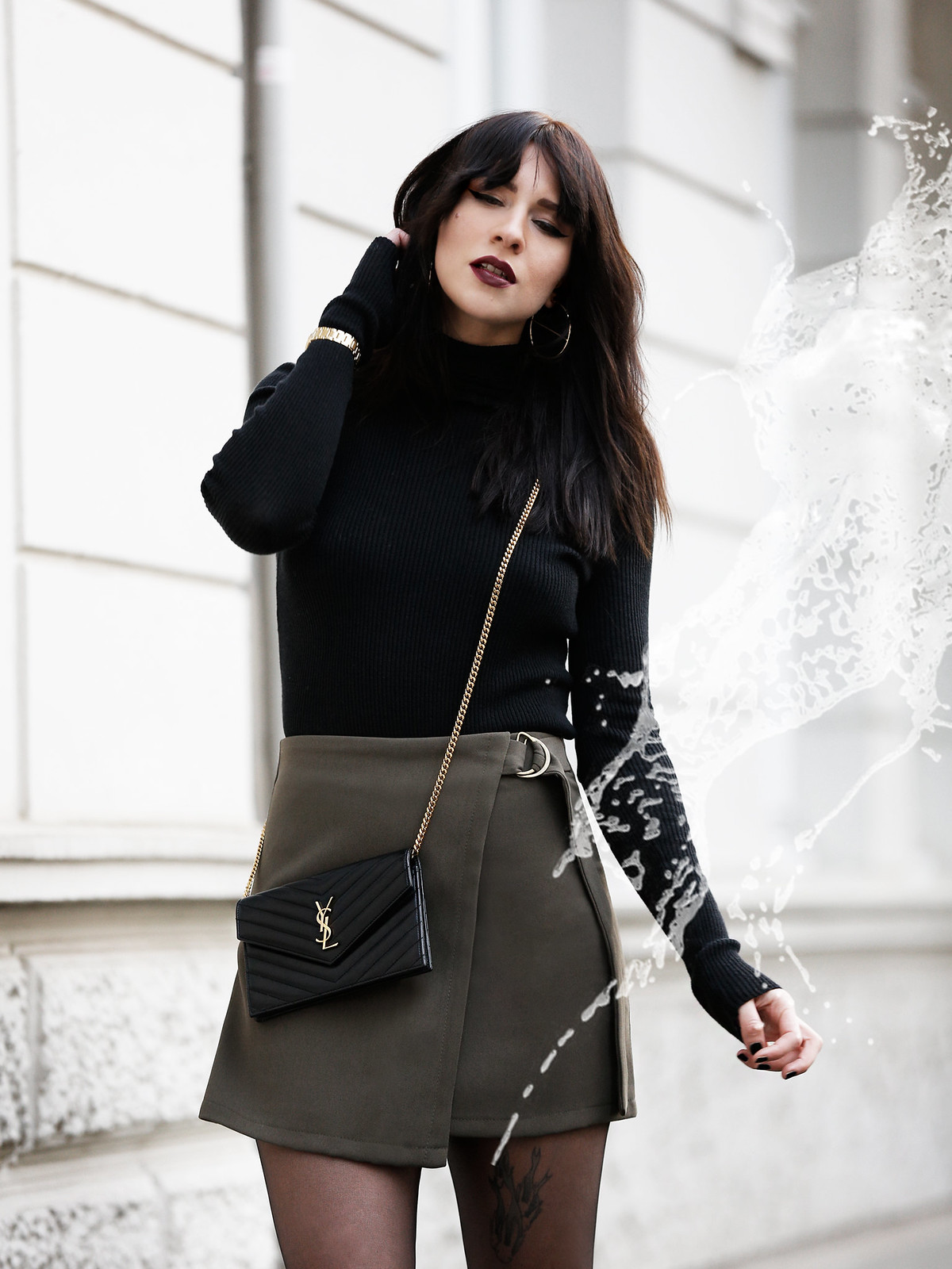 ootd outfit look magazine style mag fashion fashionblogger autumn gothic look black lips dark turtleneck golden watch ysl saint laurent paris bag mini skirt legs boots bangs brunette parisienne modeblogger düsseldorf berlin cats & dogs ricarda schernus 4