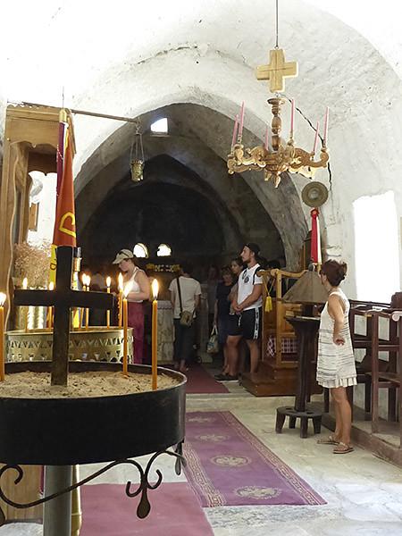 inside la chapelle de Drosiani