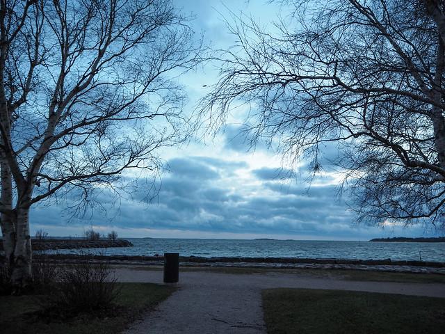 winter walk, helsinki, finland, suomi, nature, luonto, winter, talvi, meri, sea, sininnen, blue, moment, hetki, valokuvata, photography, visit helsinki, visit finland, kaivopuisto, eira, jätkäsaari, winter walk, talvi kävely, marraskuu, november, city, kaupunki, seafront, meren ranta, maisema, view, landscape,